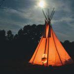 dormir dans une tente au clair de lune